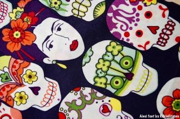 tissu-frida-squelette-aubergine-detail