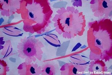 Tissu grosses fleurs roses detail