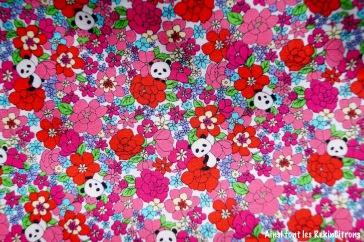 tissu panda fleurs detail