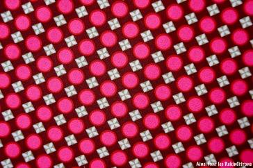 tissu-petit-pan-bulles-bordeau-rose-detail
